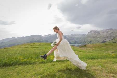 Mariage de Marie et Bertrand au Chetzeron à Crans Montana en Suisse - Photographe Julie Rheme