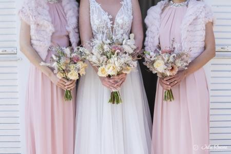 Mariage_Wedding_Bridsmaid_bouquet_Bonmont_Chateau_Golf_Suisse_Photographe_Destination_Luxury_FineArt_JulieRheme